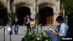 На фото кампус престижного Єльського університету у США. Підозрюваних звинувачують у тому, що вони шахрайством сприяли вступу до престижних університетів США