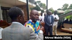 Huit Mulongo, ex-directeur de cabinet de Moïse Katumbi, est sorti de prison à Lubumbashi, RDC, 27 février 2018. (VOA/Narval Mabila)