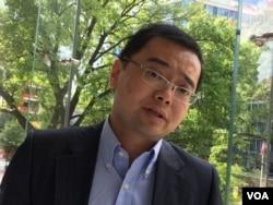 上海国际问题研究院薛晨博士(美国之音燕青拍摄)
