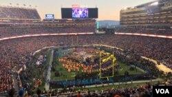 حدود ۷۰ هزار نفر برای تماشای سوپربول جمع شده بودند.