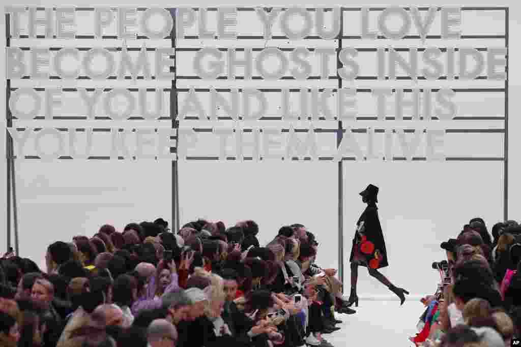 نمایش مجموعه فشن پاییزه والنتینو در پاریس