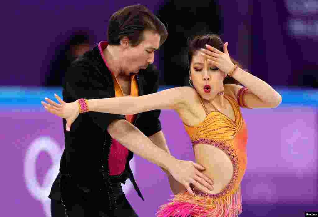 Yaponiya fiqurlu konkisürənlər Kana Muramoto və Kris Rid Cənubi Koreyada Pxençxanda Qış Olimpiya Oyunlarında çıxış edir.