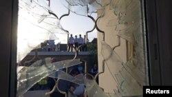 Oštećena zgrada u južnom izraelskom gradu Ofakim