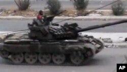 2일 시리아 반군 거점지 다라아에 진출한 시리아군 탱크. 샴 네트워크 제공.