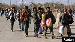 Një grup refugjatësh afganë