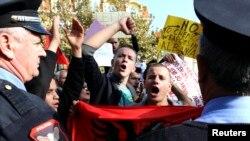 Biểu tình ở Albania phản đối việc chính phủ có thể nhận võ khí hóa học của Syria để phá hủy