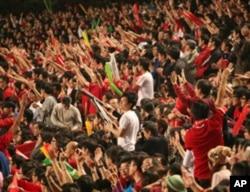 香港观众一边倒支持本队