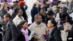 지난 3월 미국 뉴욕의 취업박람회에 참석한 구직자들.