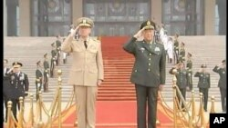 ผู้บัญชาการทหารสูงสุดของสหรัฐและของจีนพบเจรจากันที่กรุงปักกิ่งเรื่องกรณีพิพาทอาณาเขตทางทะเล ความมั่นคงด้านข้อมูลอินเทอร์เน็ทและอื่น ๆ