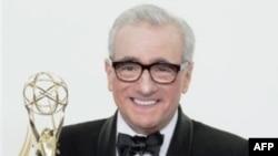 Мартин Скорсезе со статуэткой за режиссерскую работу в «Подпольной империи» (Boardwalk Empire).