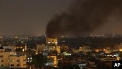在以色列發動空襲後,加沙地帶冒起濃煙。