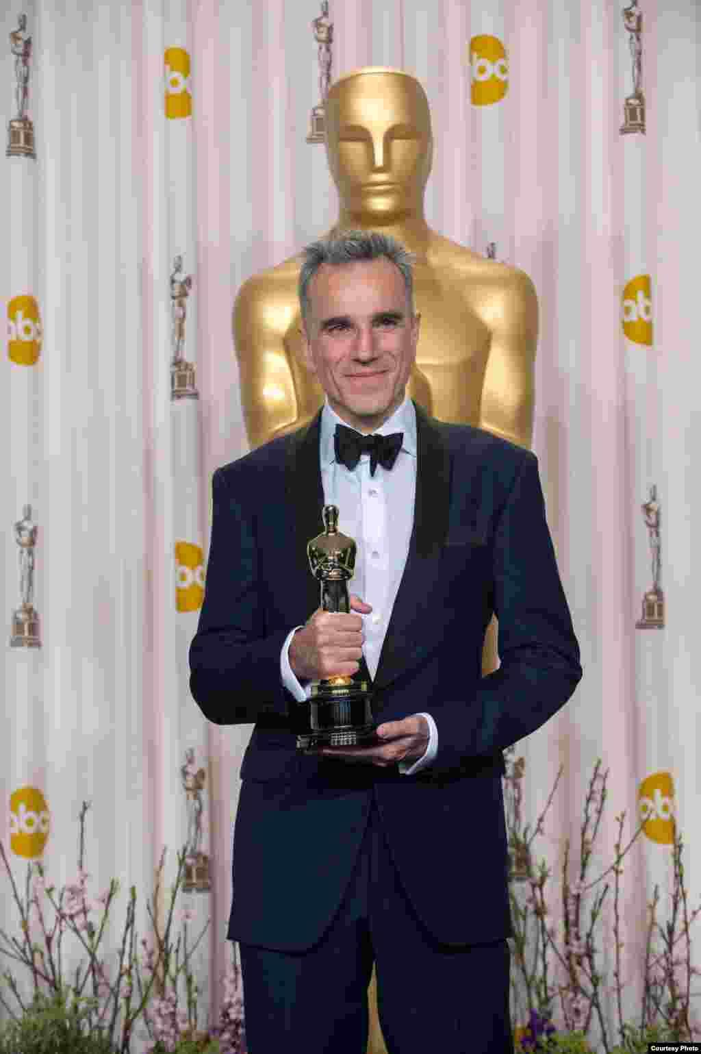 آسکر ایوارڈ 2013 جیتنے والے بہترین اداکار ڈینئل ڈے لوئس۔