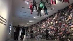 کوله پشتی های مهاجران غیر قانونی در نمایشگاه استثنا
