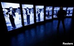 2016年4月16日,在瑞士科韦尔河畔的互动博物馆展示了查理·卓别林的屏幕