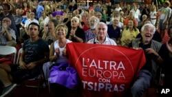 Người ủng hộ Đảng Syriza vui mừng với kết quả bầu cử của đảng tại Athens, ngày 20 tháng 9, 2015.