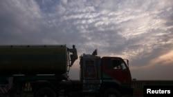 Các đoàn xe tải tiếp viện cho NATO thường bị tấn công trong hành trình giữa Pakistan và Afghanistan.