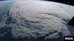우주비행사 랜디 브레즈닉이 지난 28일(현지시간) 국제우주정거장(ISS)에서 촬영한 허리케인 '하비'.