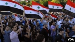 Ribuan demonstran anti-pemerintah kembali turun ke jalan-jalan di seluruh Suriah (1/7).
