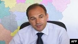 Prishtinë: Sulmohet fizikisht ministri i Arsimit, Hoxhaj
