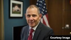 """美国众议院外交委员会计划10月30日审议众议员柯提斯(John Curtis)提出的""""台北法案""""。"""