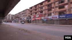 لاک ڈاؤن کے باعث شہر کی سڑکیں سنسان ہیں۔