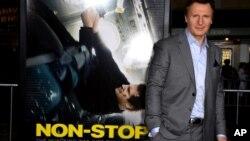 "Aktor Liam Neeson pada pemutaran perdana film ""Non-Stop"" di Los Angeles (24/2). (AP/Jordan Strauss)"