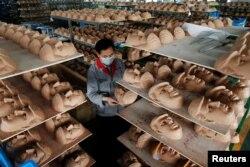 Çində istehsal olunan Donlad Tramp maskaları