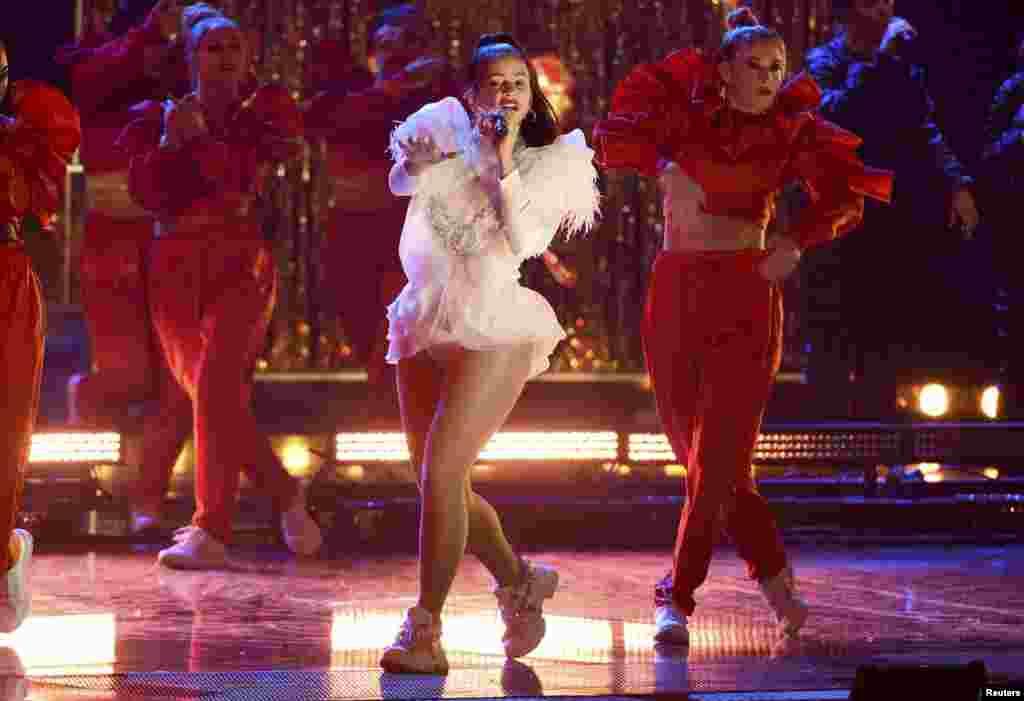 La cantante española, Rosalía en los Latin Grammy.