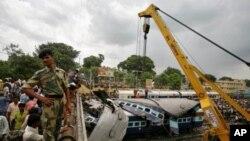 ອຸບັດຕິເຫດ ລົດໄຟຕຳລົດເມ ທີ່ລັດ Utta Pradesh ຂອງອິນເດຍ (7 ກໍລະກົດ 2011)