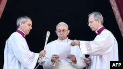 Le pape François donne un discours pour Noël le 25 décembre 2017.
