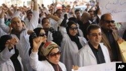 Des médecins et agents de santé de l'hôpital Salmaniya à Manama
