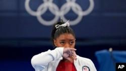 美國體操名將西蒙·拜爾斯以個人心理健康因素,先後退出東京奧運會女子體操團體和個人全能兩項比賽