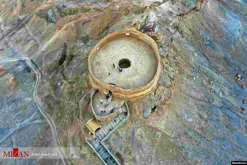 گوری که به دخمه زرتشتیان مشهور است در یزد واقع شده است. عکس: عادل باخدا
