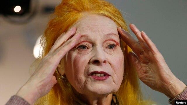 Desainer Vivienne Westwood dalam sebuah wawancara sebelum pergelaran busananya di Pekan Mode London (17/2). (Reuters/Suzanne Plunkett)