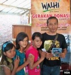 LSM Walhi berperan aktif dalam penggalangan dana bagi pendidikan anak-anak korban lumpur Lapindo dengan meluncurkan gerakan donasi seribu rupiah (17/10).
