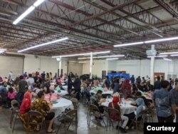 Para pengunjung di acara Indo Feast Halal Festival di San Jose, California (dok: Ariya Hidayat)