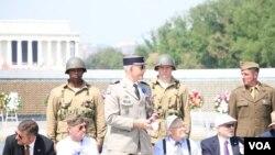 二战老飞机飞越华盛顿 庆祝欧洲胜利70周年