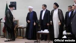 خامنه ای، رهبر جمهوری اسلامی با اعضای دولت دیدار می کند