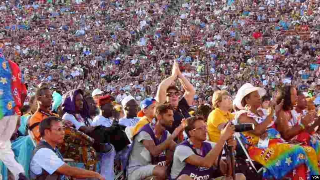 2015洛杉矶特奥世界运动会的运动员和观众热情洋溢(2015年8月2日 美国之音国符拍摄)