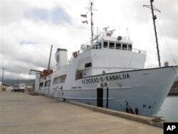 Kapal Kaimikai-O-Kanaloa milik Universitas Hawaii yang bersandar di pelabuhan Honolulu (1/7) ini telah diberangkatkan bersama ilmuwan dalam ekpedisi selama sebulan untuk mencari petunjuk terkait hilangnya penerbang perintis Amerika, Amelia Earhart yang hilang 75 tahun yang lalu.