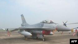 Hoa Kỳ đã chấp thuận bán có giới hạn thiết bị quốc phòng cho Đài Loan, nhưng không chấp thuận bán phản lực cơ chiến đấu F-16