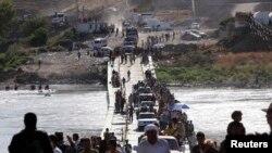 آوارگان ایزدی از شهر سنجار عراق به خارج از مرز گریختند و از مرز سوریه خود را به استان دهوک رساندند - ۱۹ مرداد ۱۳۹۳