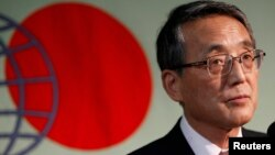 Kepala Badan Regulasi Nuklir Jepang Shinichi Tanaka menjelaskan rencana untuk membuang air radioaktif dari PLTN Fukushima ke laut (foto: dok).