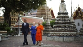 U.S. President Barack Obama and Secretary of State Hillary Clinton tour Wat Pho Royal Monastery in Bangkok, November 18, 2012.