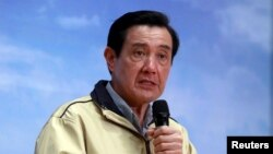 마잉주 타이완 총통이 28일 남중국해 내 섬을 방문한 뒤 기자회견을 하고 있다.