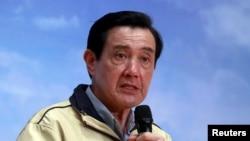 Cựu Tổng thống Đài Loan Mã Anh Cửu trả lời họp báo sau chuyến đi tới đảo Ba Bình ở Biển Đông, ngày 28/1/2016.