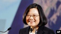 Tổng thống Đài Loan Thái Anh Văn hôm thứ Sáu 29/12 nói rằng tình hình căng thẳng giữa Đài Loan và Hoa lục không nên được giải quyết bằng sức mạnh quân sự.