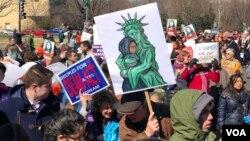 Marcha de protestas de dreamers en la capital de Estados Unidos el 5 de marzo [Iacopo Luzi/VOA].