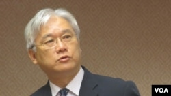 台湾陆委会主委夏立言在立法院接受质询(美国之音张永泰拍摄)