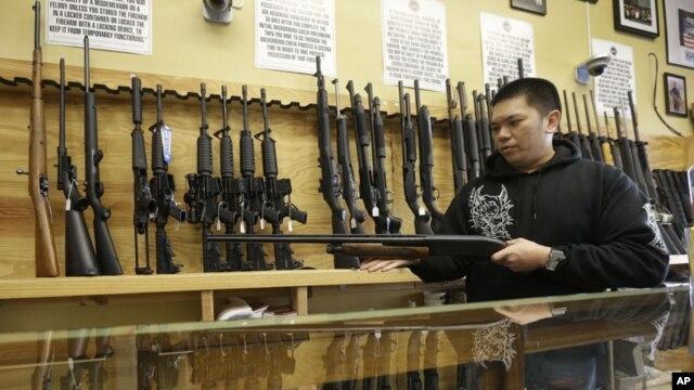 El 46% de los encuestados creen que el gobierno puede actuar para prevenir hechos de violencia con armas de fuego.